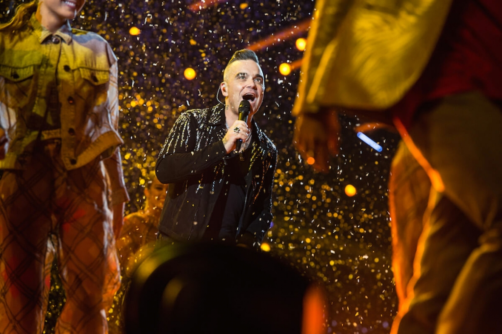 Robbie Williams Armani