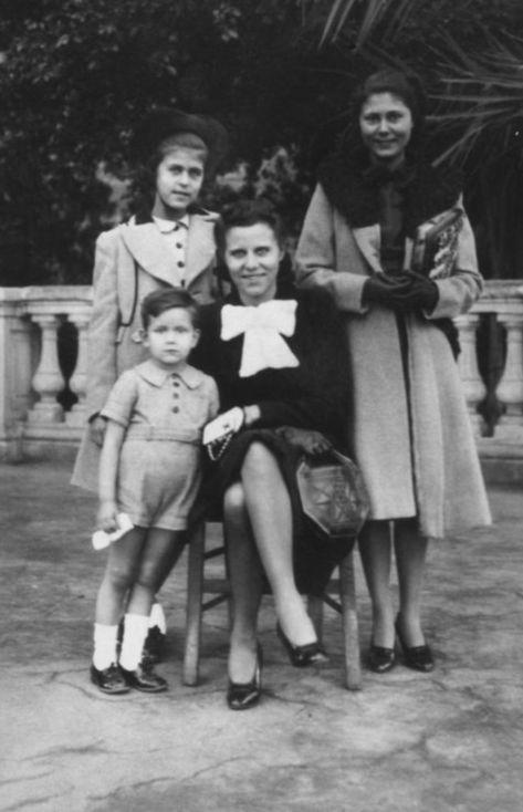 Saint Lauret Family